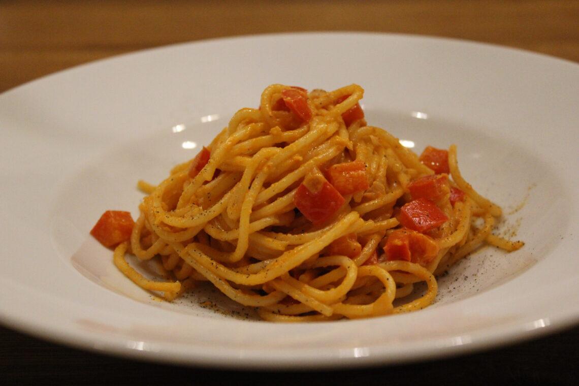 Spaghetti mit Paprika-Tomaten-Sahnesauce